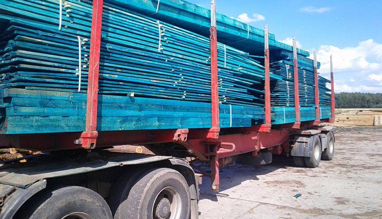 Transport drewna wpaczkach